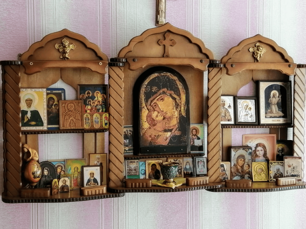 Божница для дома