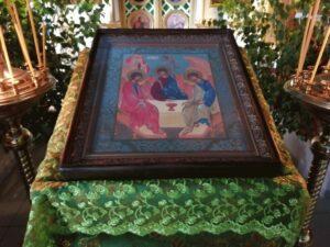Праздничная  икона в День Святой Троицы в Тюльгане