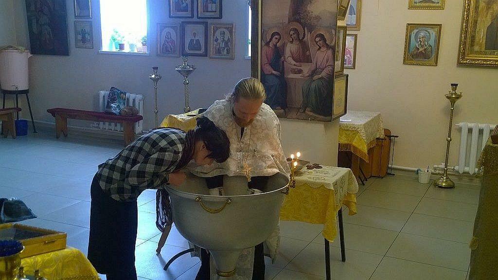 Крещение взрослого человека в храме Николая Чудотворца